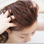 女性の抜け毛対策とは?アミノ酸のシャンプーで頭皮を優しく洗い大豆製品や牡蠣、レバー、うなぎ、ゴマなどを摂っていくと良い?