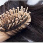 脱毛症における女性の原因とは?偏った食事や不規則な生活、ストレスなどでホルモンバランスが乱れることにより脱毛症になる?