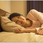 髪が抜ける女性は若い人でもいるの?夜に睡眠時間をしっかりとると良い?