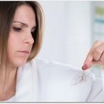 産後の抜け毛は女性ホルモンの乱れが原因?1年ほどで自然に治る?